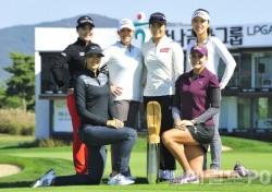 [포토뉴스] 우승 트로피 앞에선 'LPGA투어 여제들'