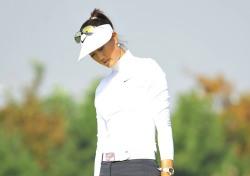 [포토뉴스] 미셸 위, '아쉬울 땐 살짝 다리를 꼽니다'