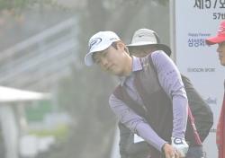 [한국오픈 특집]안개 속에서 어프로치샷 연습하는 김우현