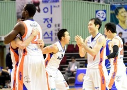 '그래, 이거야' 유도훈 감독이 말했던 열정의 농구, 전자랜드 9연패 뒤 첫 연승