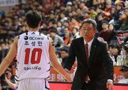 조성민 '3점슛 4개' KT, 숙적 전자랜드 격파