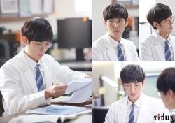 [월화드라마] 닥터스 백성현, 대세남의 부드러운 표정 '매력 만점'