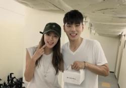 """[스낵뉴스] 박한별-이이경 친분 인증…뮤지컬 몰래가기 """"서프라이즈 대성공"""""""