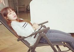 에이핑크 김남주, 의자에 누워 '꿀잠' 자는 모습 포착…'우월한 비율'