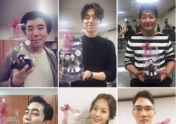 """'밀정' 공유·한지민·송강호, 개봉 인증샷 """"모두 극장으로 GO GO"""""""