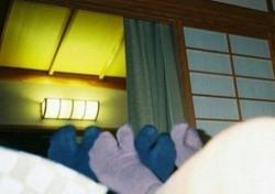 고마츠나나-지드래곤 진한 스킨십, 침대 위 포개 누운 발…증인은 태양