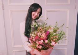 '해피투게더3' 정혜성, 꽃다발 품에 안고 여신 미모 과시
