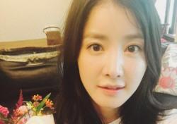 """이시영, 연상의 요식업계 사업가와 열애 축하에 """"happyday…감사합니다"""" 꿀셀카 선사"""