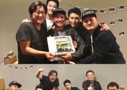 '아수라' 100만 돌파 축하 위해 주연 배우들 한 자리에