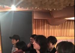 """'박근혜 하야하라' 현수막 걸었던 이승환, """"상처 받은 국민들을 위한 노래 작업중"""" 음악으로 위로"""