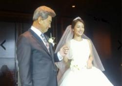 배도환이 공개한 이덕화 딸 이지현 결혼식 사진 보니…행복한 미소 '눈길'