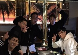 "'2016 MBC 연예대상' 마친 무도팀, 유재석 휘하 고깃집 집합 ""박명수는 왜 없죠?"""