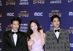 [V포토] 최필립-전소민-송원근, 오늘보다 내일 더 승리하세요! (2016 MBC 연기대상)