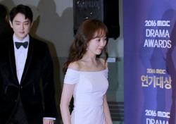 [V포토] 유다인, 순백색의 우아한 오프숄더 드레스로 시선집중 (2016 MBC 연기대상)