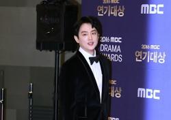 [V포토] 권율, 위풍당당한 발걸음 (2016 MBC 연기대상)