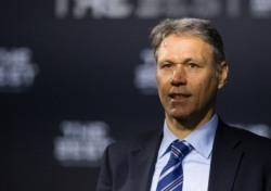 [축구이슈] FIFA 기술위원장 판 바스텐, '오프사이드 폐지' 주장... 반대 여론 형성