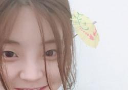 """[스낵뉴스] 혜이니, 우산 꽂은 귀요미 변신…""""대체 몇살이야?"""""""