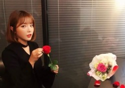 """[스낵뉴스] 홍진영, 미모가 꽃보다 아름다워...""""단발도 잘 어울리네"""""""