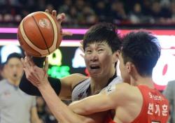 [프로농구] '오세근-사이먼 44점 합작' KGC, SK 잡고 2연승 단독 선두 재도약