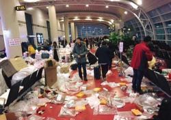 제주공항, 중국인 관광객 떠난 자리 봤더니...쓰레기장 수준