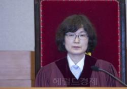 """이정미 재판관, 참다못해 """"재판 방해 삼가라"""" 강력 일침"""