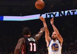 [NBA이슈] 커리의 성공, NBA의 패러다임을 바꾸다