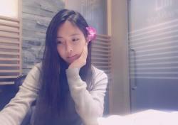 """[스낵뉴스] 조현영, 청순 여신이 따로 없네 """"밥 먹고 이쁜 척"""""""