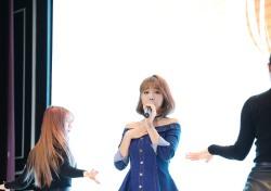 """홍진영, '행사의 신' 론칭파티 참여…""""행사의 신 되고 싶다"""" 포부"""