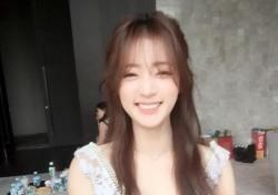 송하윤, 반달 눈웃음에 꽃미모 '활짝'