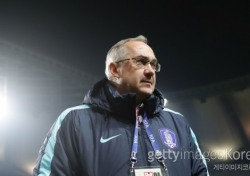 '재신임' 슈틸리케 감독, 러시아 월드컵까지 간다