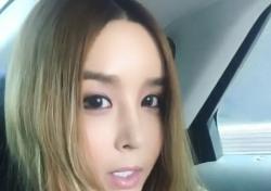"""[스낵뉴스] 하리수, 라디오 생방 전 셀프 홍보 """"많이 청취해주세요"""""""