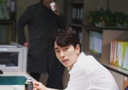 윤현민, 흰 셔츠만 입어도 빛나네…'백진희 사로잡은 매력'