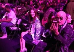 """[스낵뉴스] 왕빛나, 홍석천·황신혜와 친분...""""몰래 찍은 사진"""""""