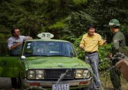 [씨네;리뷰] '택시운전사', 송강호의 말 없는 위로