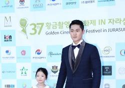 [황금촬영상] 김희진, 황금촬영상 신인남우상 수상 '훈남 매력 과시'