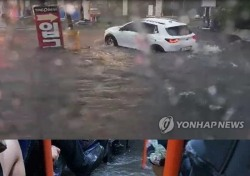 부산 폭우로 버스 안까지 '철썩'…침수된 도로 등 피해 속출
