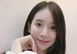 루시, '꿀 피부+청순 외모' 돋보이는 미공개 셀카 공개
