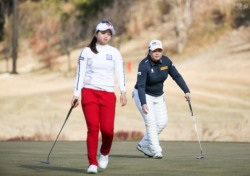챔피언스 트로피 첫날 팀 LPGA 3.5점-2.5점으로 앞서