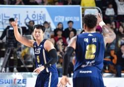 [프로농구] '홈 6연승' KCC, 전자랜드 격파