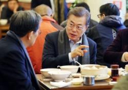 '문재인 혼밥' 둘러싼 정치권 진실공방…내막은?