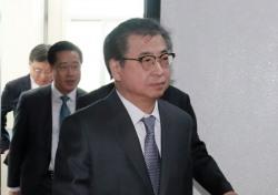 서훈 국정원장, 북한 접견 배석 가운데 지난 이력에 관심