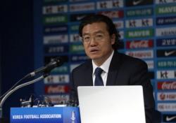 [축구] 축구협회 신뢰 회복의 신호탄이 될 '학범슨' 선임