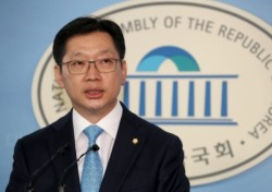 """경찰 김경수 향해 신동욱 총재가 한 말 """"남자 최순실꼴"""" 왜?"""