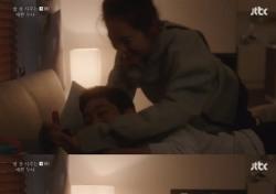 손예진·정해인, 침대 위 야릇 키스신...현실 커플 케미 폭발