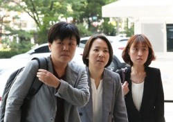 안희정 첫 재판, 김지은 산부인과 기록서 '出血' 진단서