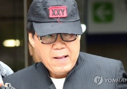 """[현장;뷰] 조영남, 선고공판 오는 8월17일…변호인 측 """"무죄 기대한다"""""""