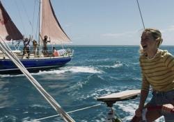 [씨네;리뷰] '어드리프트: 우리가 함께한 바다' 사랑이란 이름의 표류기
