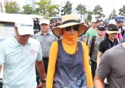[스포츠 사진 한 장] 이 분은 누구? 골프장에 중국 탁구스타가...