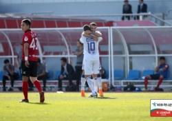 [K리그1] '사리치 결승골' 수원, 상주에 2-1 역전승...4위 포항과 승점 1점 차