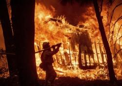 美캘리포니아 산불, 사상 초유의 사태...'작은 불꽃'이 지닌 파급력